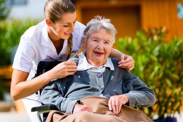 Патронаж над пожилым человеком (престарелым) в 2020 году - опекунство, как оформить, недееспособным, кто может