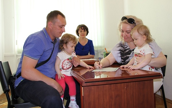 Ежемесячные и единовременные выплаты при рождении 1 ребенка в Москве, размеры пособий, документы
