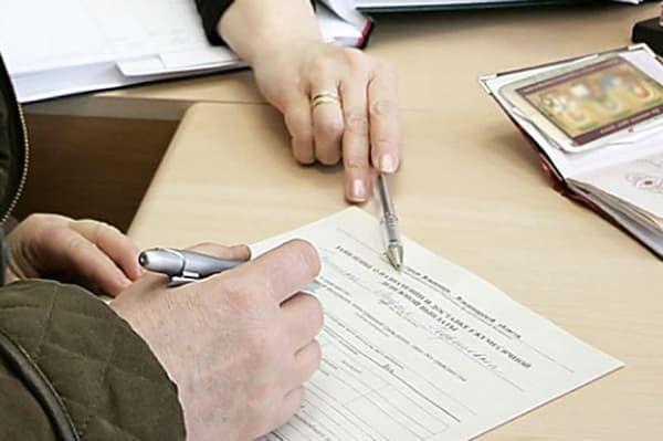 Опекунство над недееспособным человеком в 2020 году - права и обязанности, как оформить, выплаты