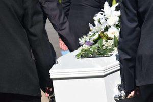 Пособие на погребение в 2020 году: размер и порядок оформления выплаты на похороны для пенсионеров, как получить за счет ФСС