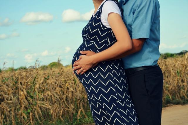 Выплаты беременной работающей женщине в 2020 году: какие положены пособия на работе